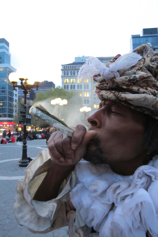 Wendell Smokes Money