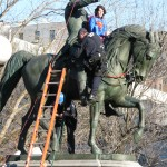 Maksim Katsnelson dressed as Superman atop Washington statue with NYPD trying to take him down